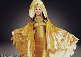 Going Solo: Heidi Has Chosen An Egyptian Queen Costume For This Yearu0027s Fun