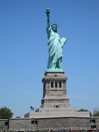 Рассказ о статуе Свободы 4 История происхождения статуи очень интересная Статуя Свободы была подарена американскому народу чуть более ста лет назад Францией