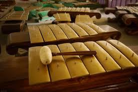 Bentuk ruas bambu dan mempunyai oanjang hingga 30 cm. 100 Alat Musik Tradisional Indonesia Bag 1 Tradisikita