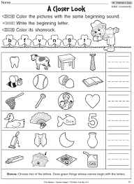 Help kids develop their early phonics skills by learning beginning sounds. Pin By Luz On Pre K Abc Literacy Centers Kindergarten Phonics Worksheets Phonics Kindergarten Phonics Worksheets Free