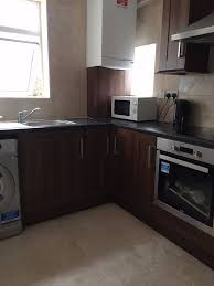 【】Newly Decorated 3 Bedroom House Around SILVER STREET / EDMONTON GREEN  Zone 3【