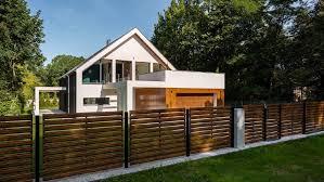 Pagar minimalis terbaru model dan desainnya mengikuti perkembangan dan trend. 5 Inspirasi Pagar Rumah Minimalis Pakai Kayu Hingga Besi
