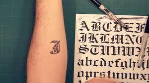 Phong cách xăm hình bùa thái hay những dòng chữ, ký tự tiếng thái rất được giới trẻ quan tâm, ưa chuộng dạo gần đây với sự đặc biệt, ấn tượng trong từng đường nét, cũng như những nét ý nghĩa đặc biệt đằng sau. Vẽ Hinh Xăm Chữ Cai Tren Tay Ä'Æ¡n Giản How To Make Tattoo At Home With Pen Trung Tam Thẩm Má»¹ Iseul
