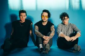 Billboard Alternative Chart Lovelytheband Leaps To No 1 On Alternative Songs Chart With