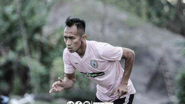 Antoni Nugroho berlatih di PSS Sleman.