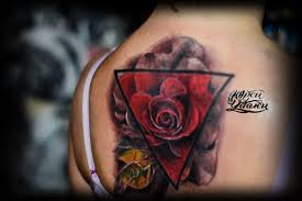 татуировка роза в треугольнике тату салон юрец удалец