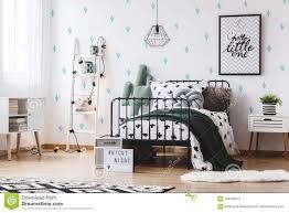 Slaapkamer Met Leuk Cactusbehang Stock Foto Afbeelding Bestaande