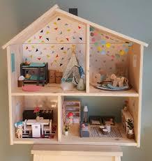 ikea dollhouse furniture. Modern Dollhouse, Poppenhuis, Ikea Flisat, Dollhouse Renovation, Hack Furniture