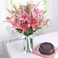 gl vase of 10 pink lilies with chocolate cake half kg