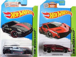 In this video we have an epic duel between two major rival brands. Amazon Com 2015 Hot Wheels Ferrari 599xx Red Lamborghini Veneno 2 Car Set Toys Games