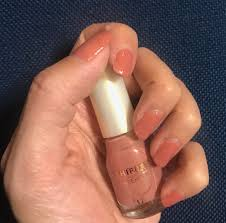 ママネイルをマニキュアでするときのポイントはシーン別おすすめカラー