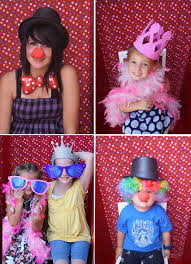 photobooth for circus party theme