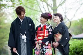 結婚式に着る振袖のマナーや注意点とは振袖の色にも注意しよう 京都