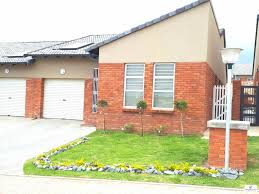 Townhouse For Sale in BEACON BAY VALLEY, EAST LONDON for R 1 498 ...