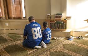 muslim latino a photo essay latino usa new york giants fans father and son take a moment after salat al zuhr the early afternoon prayer at the north hudson islamic educational center in union