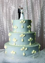 Blue White Wedding Cake That Mixes Modern With Traditional So