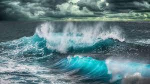 Stormy ocean waves crashing 4k Ultra HD ...