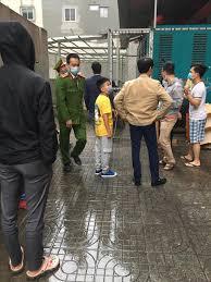 Hà Nội: Bé 3 tuổi rơi từ tầng 12 xuống được nam thanh niên cứu sống   Tin  tức mới nhất 24h - Đọc Báo Lao Động online - Laodong.vn