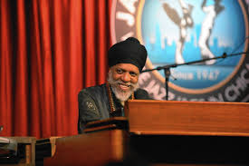 Dr. Lonnie Smith conjures galaxy of sound at organ at Jazz Showcase -  Chicago Tribune