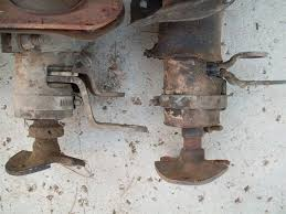 how to install power steering in a 2wd f100 250 350 on the left is a power steering 3 speed column on the right is a manual steering 3 speed column note the difference in the shifting arms and the location