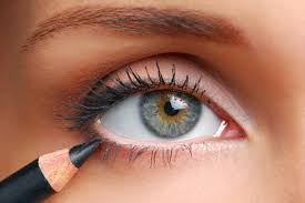 stop applying eyeliner to your lower lashes