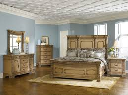 traditional bedroom decor. Brilliant Bedroom Fascinating Traditional Bedroom Decor With Wooden Furniture To S