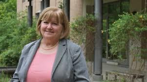 Registrar Wendy Pearson celebrates 25 years at the School of Education |  W&M School of Education