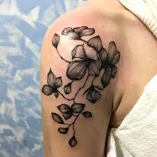 цветок орхидеи встречается в татуировке достаточно часто и его