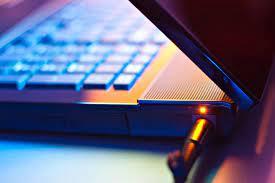 Sửa lỗi Laptop không sạc được Pin
