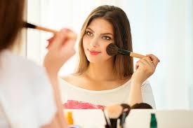 dez erros que envelhecem na hora de maquiar