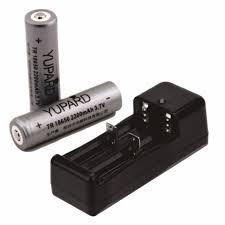 Sạc đôi 18650 + 2 viên Pin 18650 (2200mAh; 3.7V) dùng cho đèn pin siêu sáng