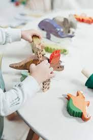 Đồ chơi cho bé 1 tuổi (trai và gái) giúp bé thông minh, phát triển trí tuệ