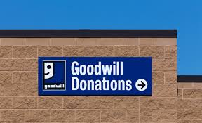 xxl BLOOMINGTON MNUSA JUNE 21 2014 Goodwill store exterior sign Goodwill Industries is a nonprofit organization that provides job training programs for people with disabilities