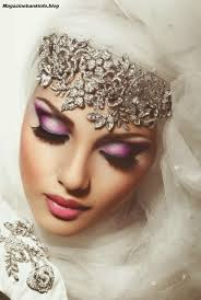 now aysha abbas launch new eyes makeup style party makeup and also tips in hindi for
