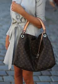 louis vuitton bags outlet. louis vuitton totes usually start off at all-around $595. 00 and can move as much around $4000. full price. there are generally bags which outlet n