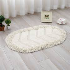 natural laminate floor with white curtain and gy white oval bath rug for cozy bathrom plan
