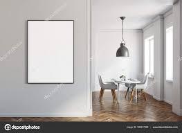 Weiß Esszimmer Holzboden Poster An Wand Stockfoto