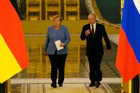Merkel urges Putin to free Kremlin ...