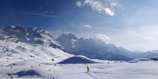 L'idea delle regioni alpine: piste da sci aperte solo per chi pernotta -  DIRE.it