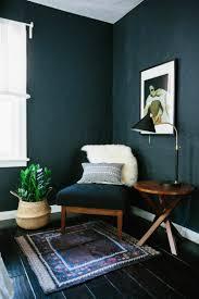 Dunkle Wandfarbe als Raumgestaltung - Tipps für ein perfektes Ambiente