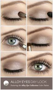 eye shadow is another important element in this makeup routine although most days i just use eyeliner and it s quite simple because this style brings
