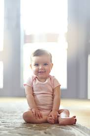 Warum steht die lampe.dem fußboden? Sitzen Krabbeln Laufen Geniale Eltern Hacks Die Babys Helfen