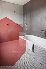 Geometrische Badezimmer Fliesen In Rot Weiß Bad Geometrische