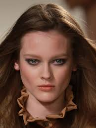 pair a sultry toned peach hue that dominated looks of the late 1970s with a modern smoky eye and you ve got chloe s universally flattering and y
