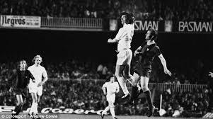ll Never Walk Alone akan menawarkan isu seputar gol yang  pernah dilakukan dengan me 5 Gol Tangan Dalam Dunia Sepakbola