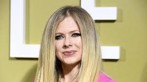 Süße Fotos: Avril Lavigne knutscht ihren Freund am Strand!