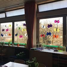 Einfache Fensterdeko Frühling Schmetterlinge Aus