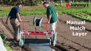 Plastic Mulch Layer Design Manual Mulch Layer Quickly Lay Mulch By Hand Vegetable