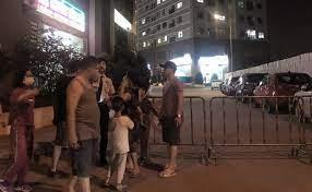 Bé gái 4 tuổi rơi từ tầng 24 chung cư Xuân Mai Complex