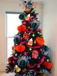How to decorate a Halloween tree.